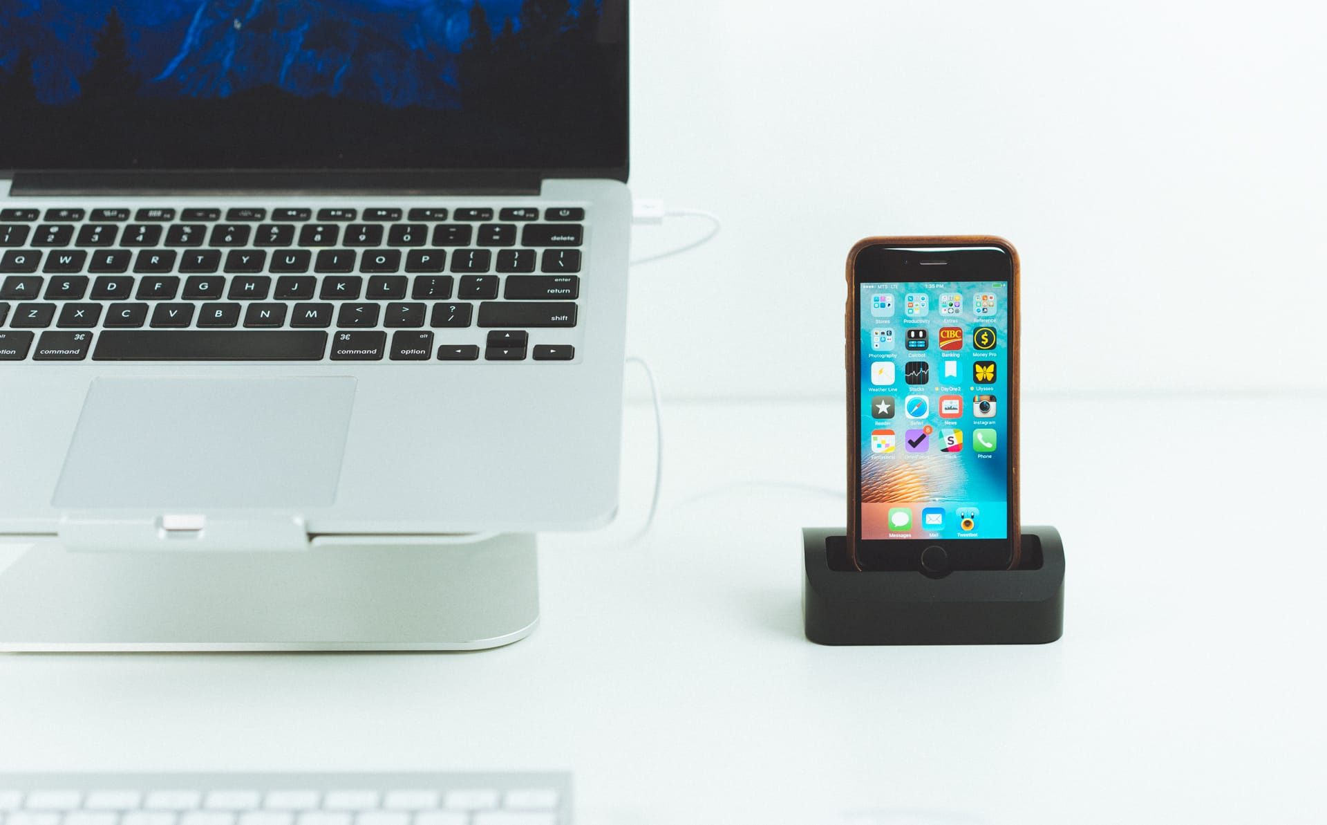 Our favorite iPhone 6s and 6s Plus dock