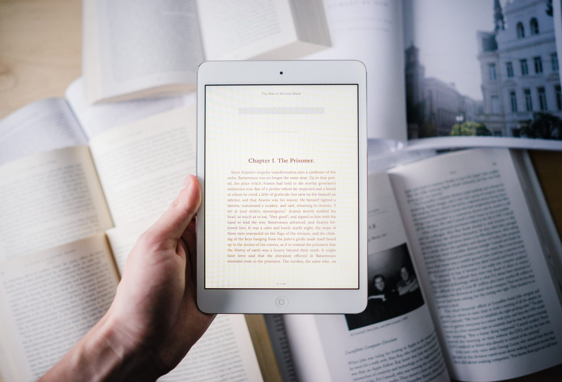 Apple's Ibooks Provides A True, Allinone Buying And Reading Experience  For Ios Its Closestpetitors, Kindle And Nook, Opt Out Of Selling Books  Within