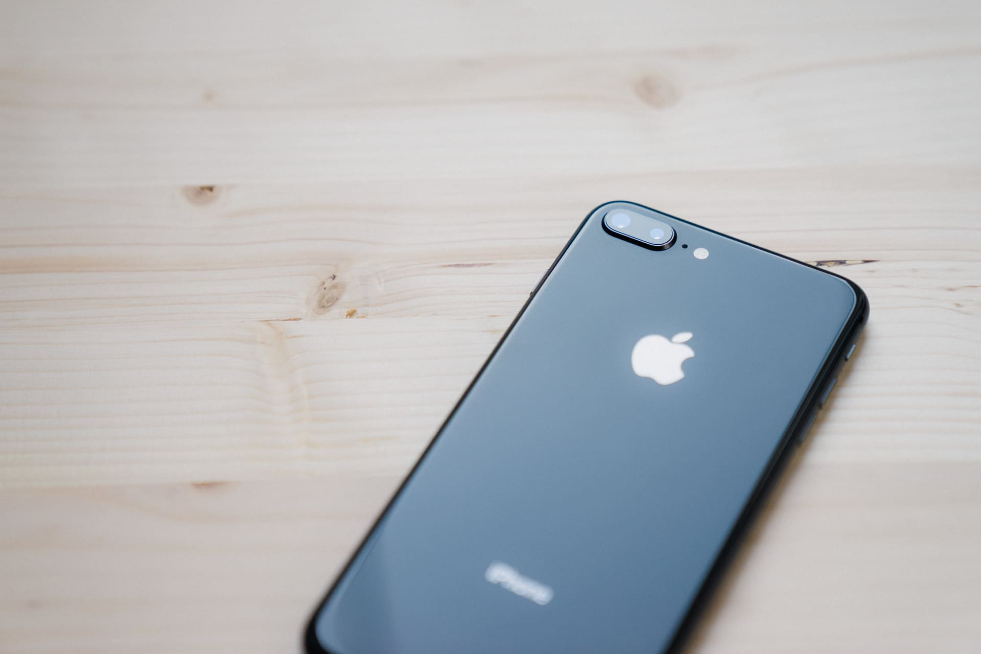 Iphone 8 Plus Uk Review Should You Wait For The X Rha Ma750i Xs Telephoto Lens Instance Sports Optical Image Stabilization And An F 24 Aperture While Sticks With