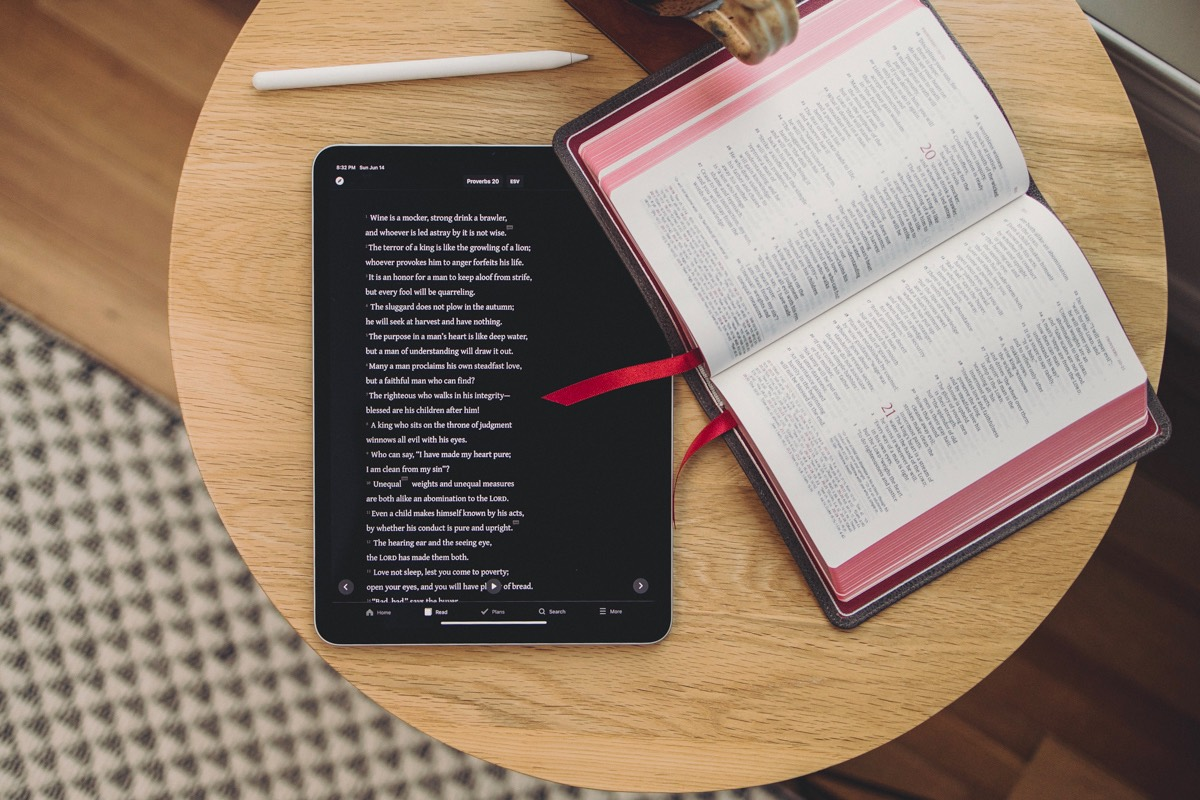 The Best Bible App on iOS hero