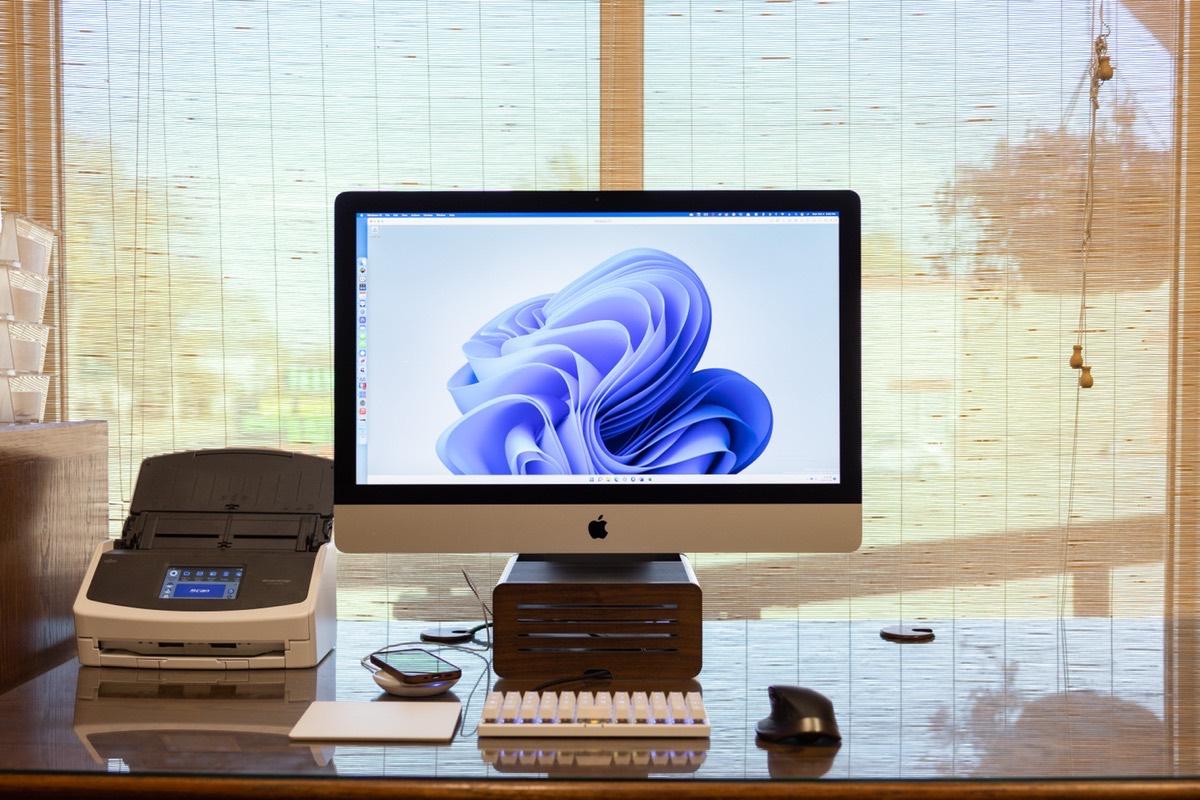 Josh Ginter's iMac Setup for Accounting